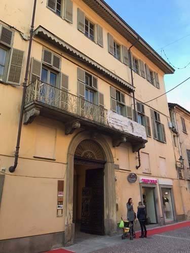 Appartamento in affitto a Bra, 8 locali, prezzo € 900 | CambioCasa.it