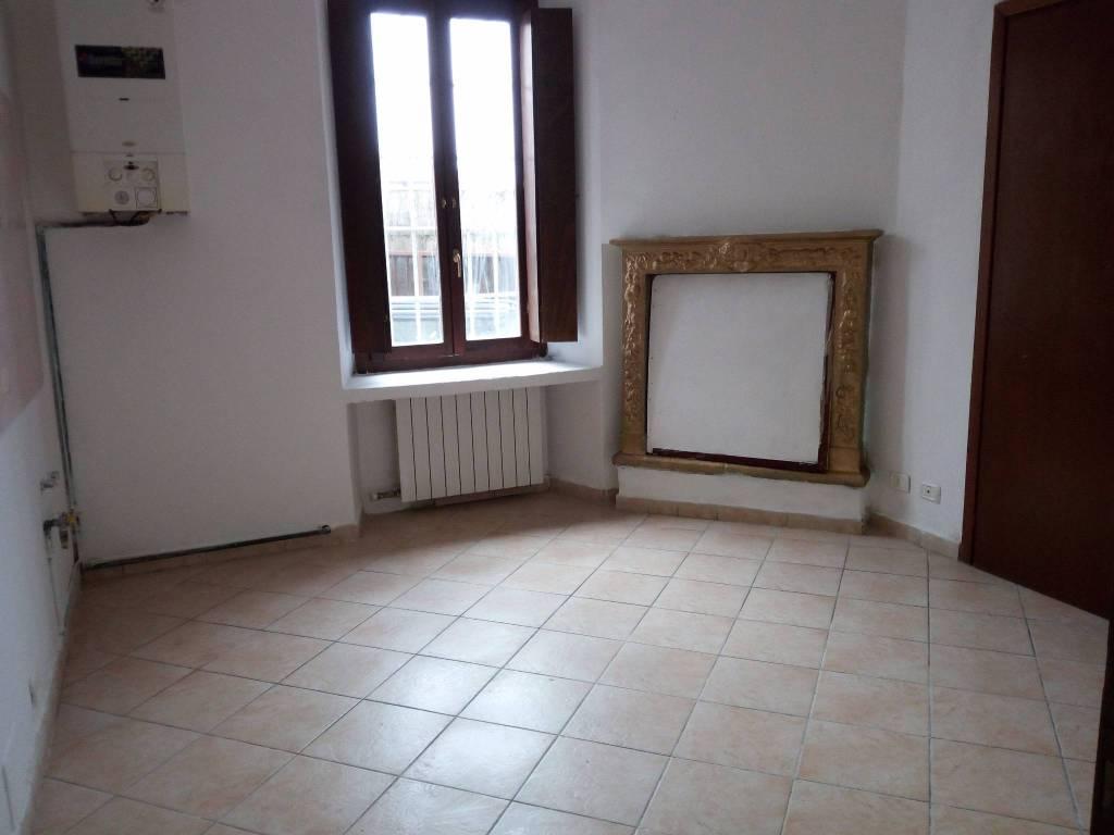 Appartamento in buone condizioni in vendita Rif. 6961956