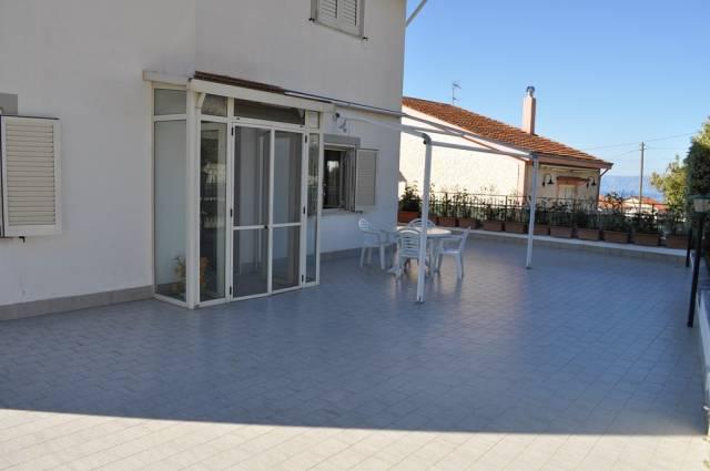 Villa in buone condizioni arredato in vendita Rif. 4300637