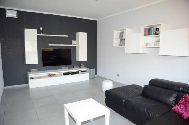 Appartamento in ottime condizioni in vendita Rif. 6726126