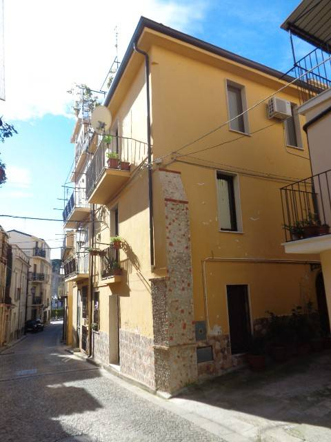 Appartamento in vendita a Gioiosa Ionica, 5 locali, prezzo € 85.000   CambioCasa.it
