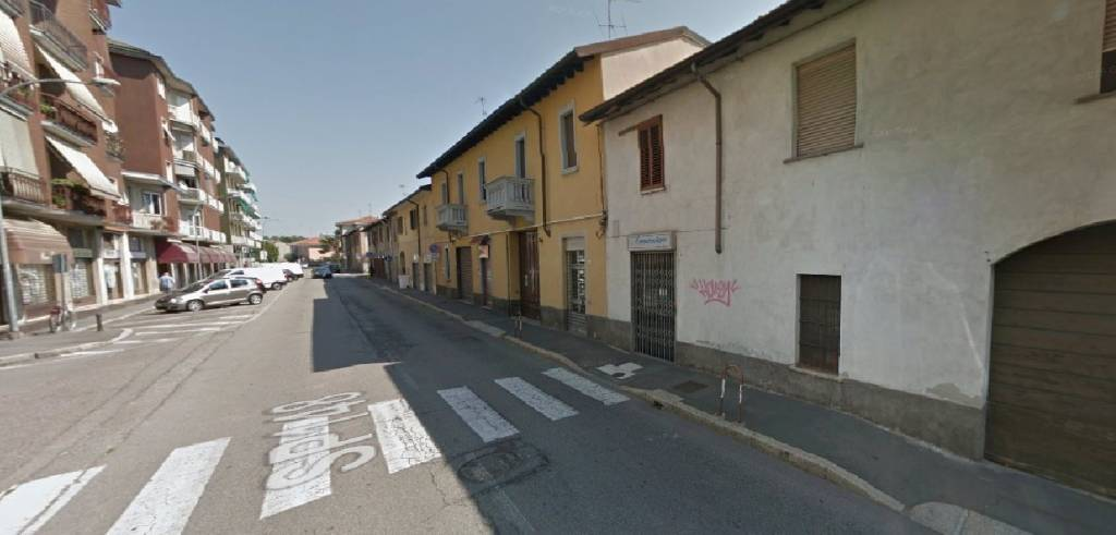 Negozio / Locale a Legnano in Affitto - 6+6