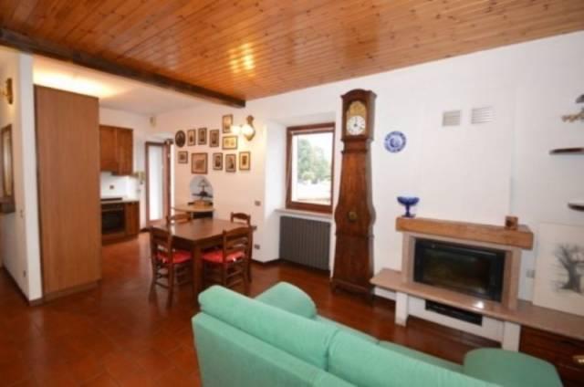 Appartamento in vendita a Lesa, 3 locali, prezzo € 90.000   CambioCasa.it