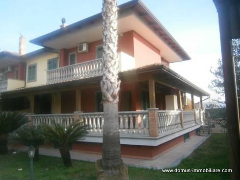 Villa bifamiliare su due livelli