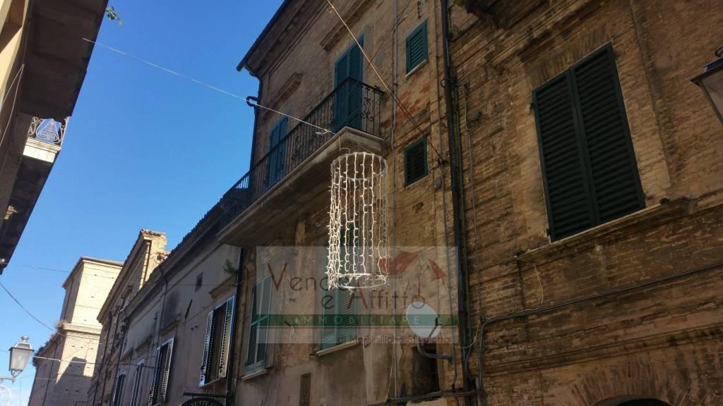 Stabile / Palazzo parzialmente arredato in vendita Rif. 4595564