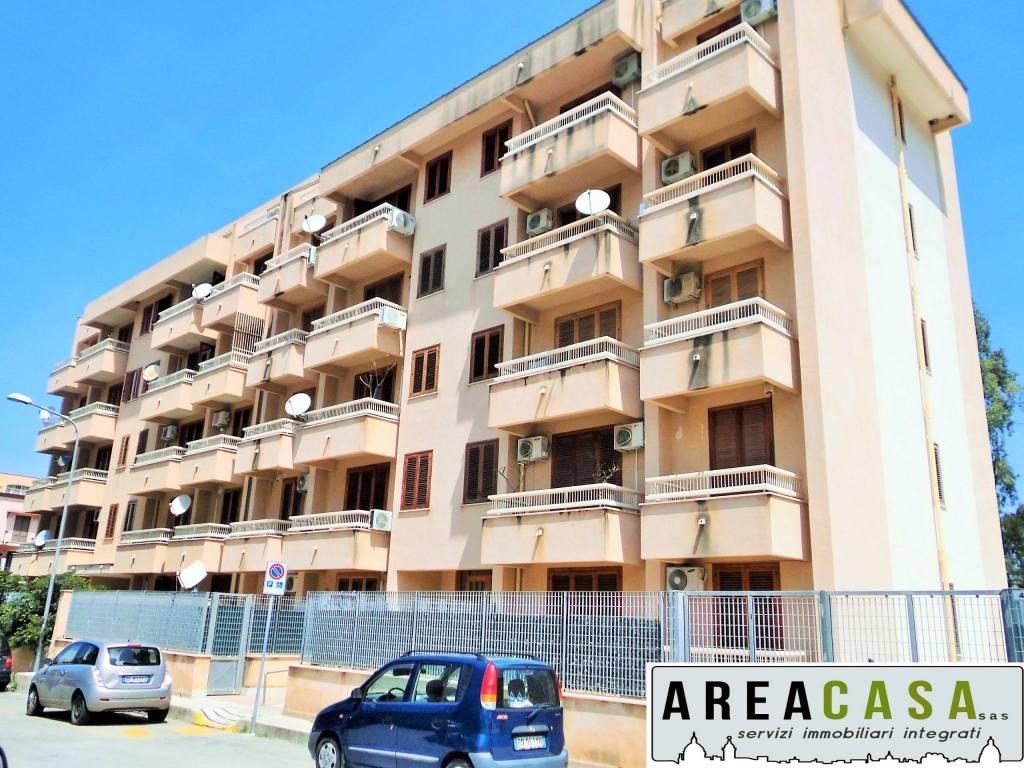 Appartamento in ottime condizioni arredato in affitto Rif. 8692114