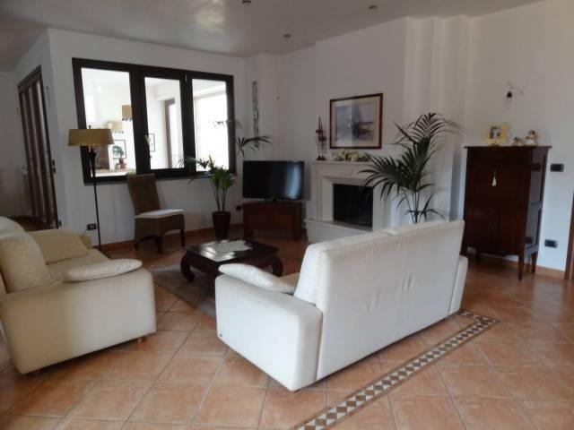 Stabile / Palazzo in ottime condizioni in vendita Rif. 4326326
