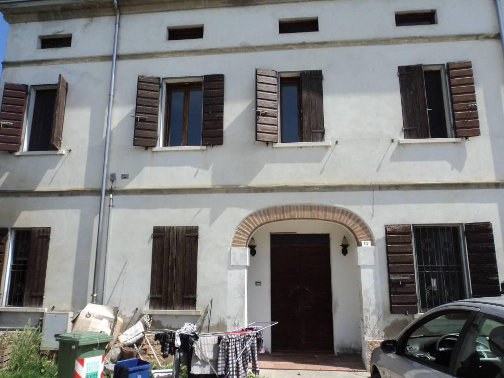 Villa in buone condizioni in vendita Rif. 4211505