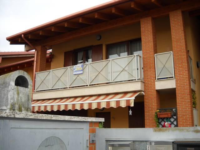 Appartamento in vendita a Peschiera del Garda, 3 locali, prezzo € 139.000   Cambio Casa.it