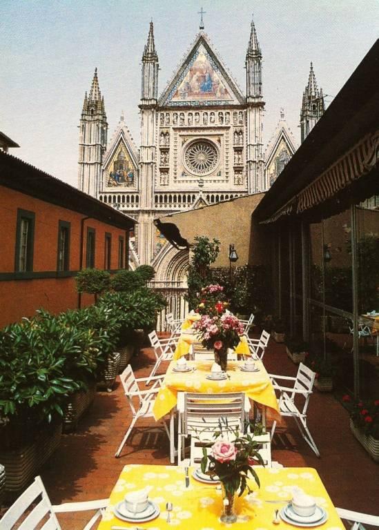 PRESTIGIOSO HOTEL 4 STELLE CON VISTA DUOMO DI ORVIETO Rif. 5251535