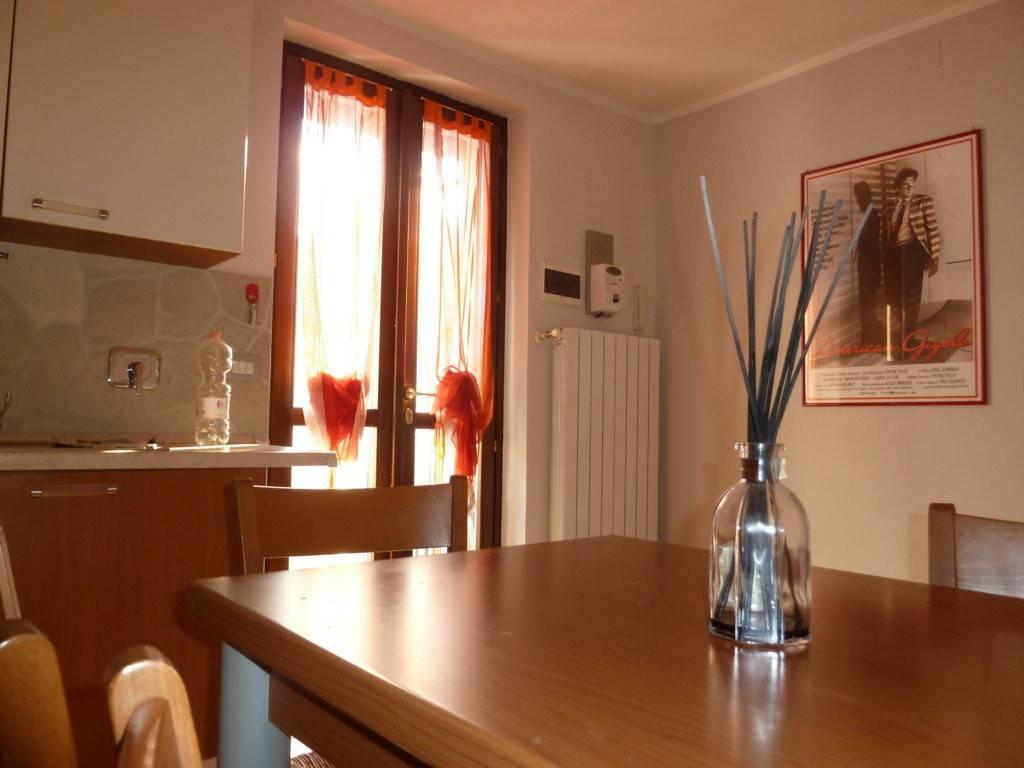 Appartamento in ottime condizioni arredato in affitto Rif. 7929613