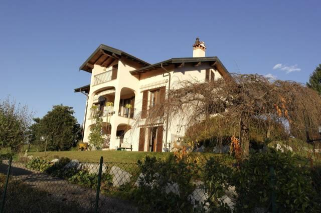 Villa in vendita a Travedona-Monate, 6 locali, prezzo € 488.000 | CambioCasa.it