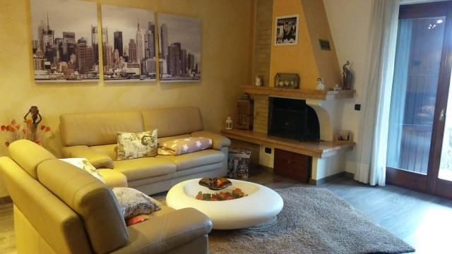 Appartamento in ottime condizioni arredato in affitto Rif. 4283371