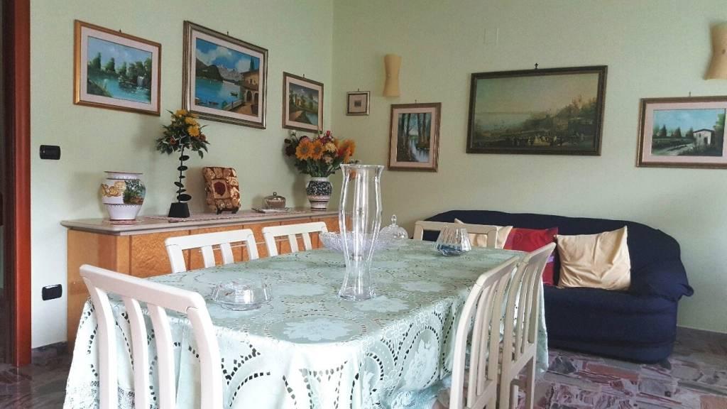 Appartamento in ottime condizioni in vendita Rif. 8369677