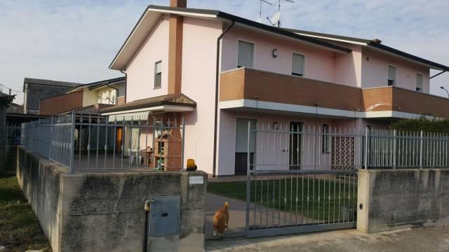 Villa in vendita a Costa di Rovigo, 5 locali, prezzo € 170.000 | CambioCasa.it