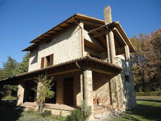 Villa in vendita a Massa Martana, 6 locali, prezzo € 565.000 | Cambio Casa.it