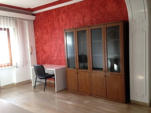 Ufficio / Studio in affitto a Avezzano, 4 locali, prezzo € 200   CambioCasa.it