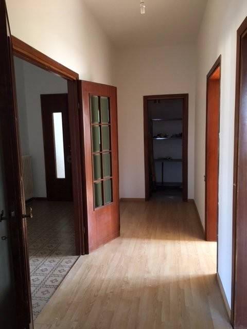 Appartamento in buone condizioni in vendita Rif. 8270762