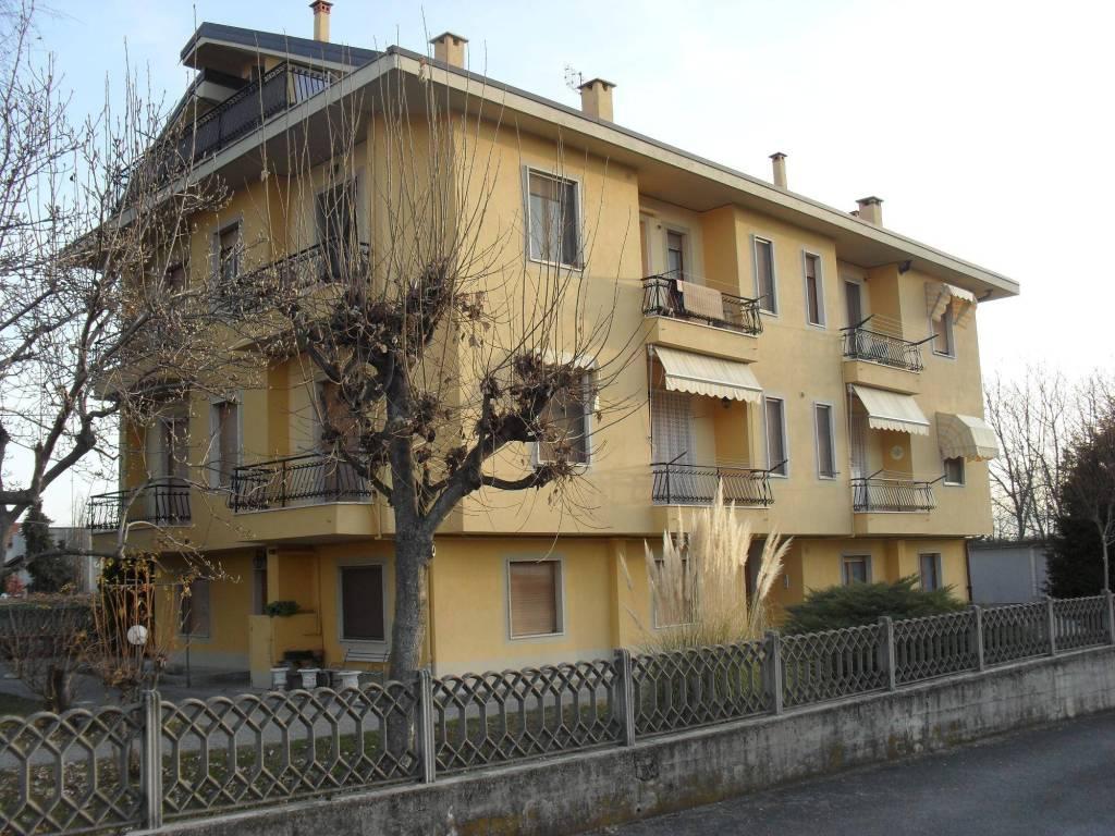 Appartamento in ottime condizioni arredato in affitto Rif. 8847494