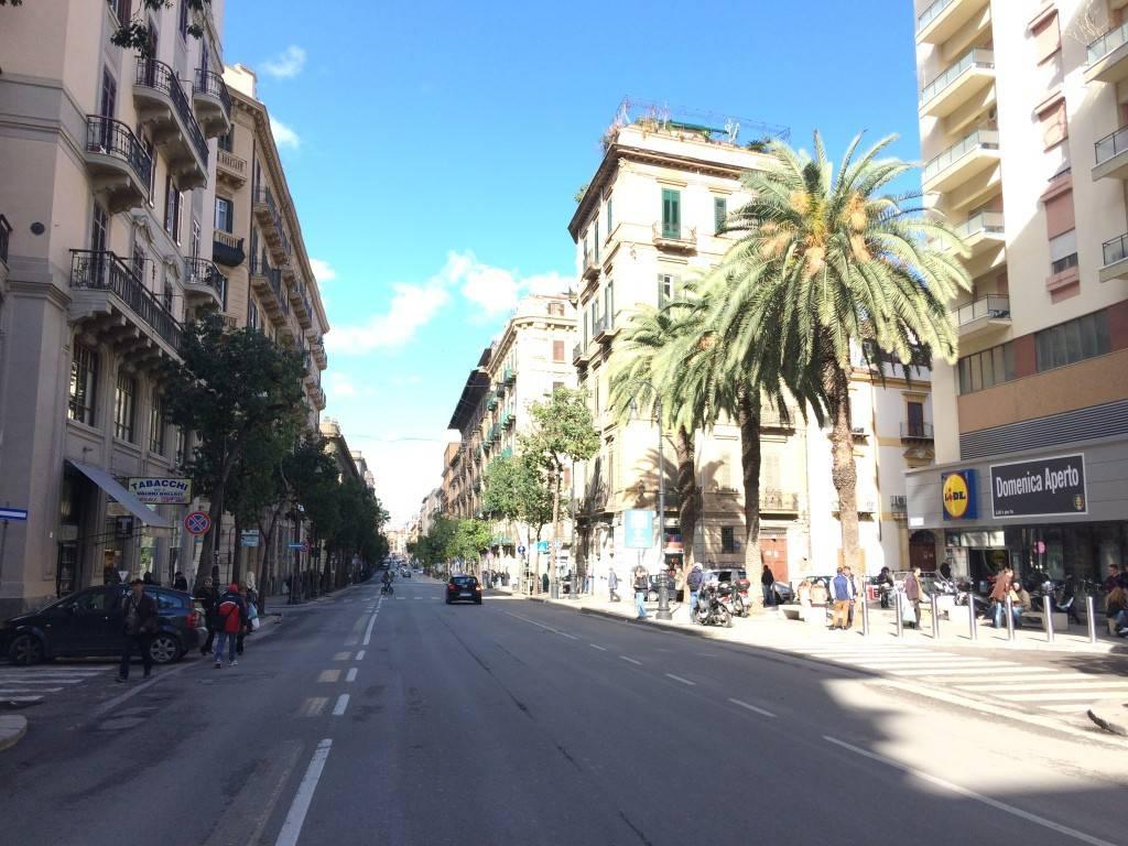 Negozio-locale in Affitto a Palermo Centro: 4 locali, 610 mq