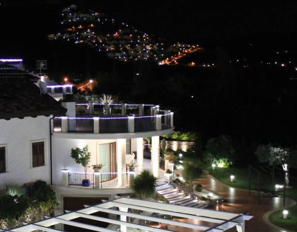 Villa parzialmente arredato in vendita Rif. 4573154