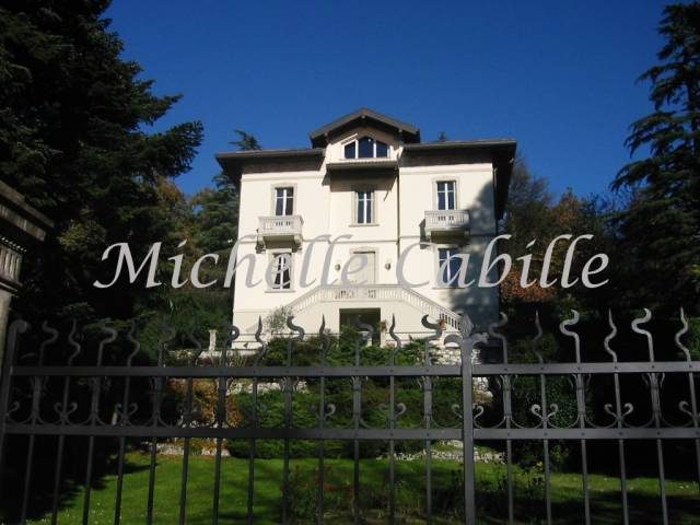 Villa in affitto a Gavirate, 6 locali, prezzo € 3.600 | CambioCasa.it