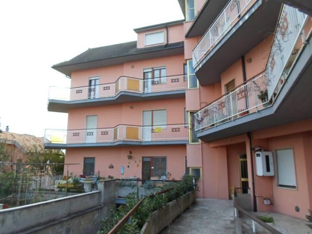 Appartamento in ottime condizioni parzialmente arredato in vendita Rif. 4228123