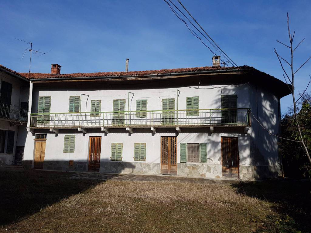 Rustico / Casale in vendita a Albugnano, 20 locali, prezzo € 130.000 | PortaleAgenzieImmobiliari.it