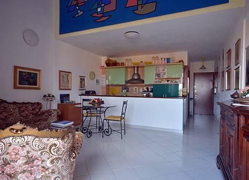 Appartamento in buone condizioni parzialmente arredato in vendita Rif. 8804182