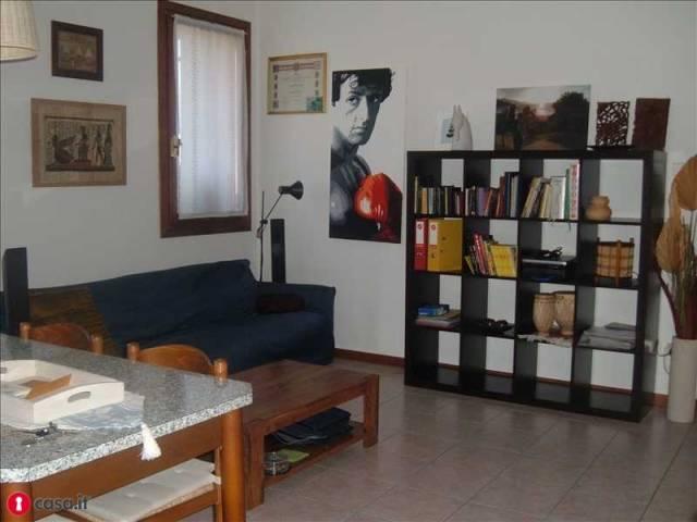 Appartamento in buone condizioni in vendita Rif. 4486095