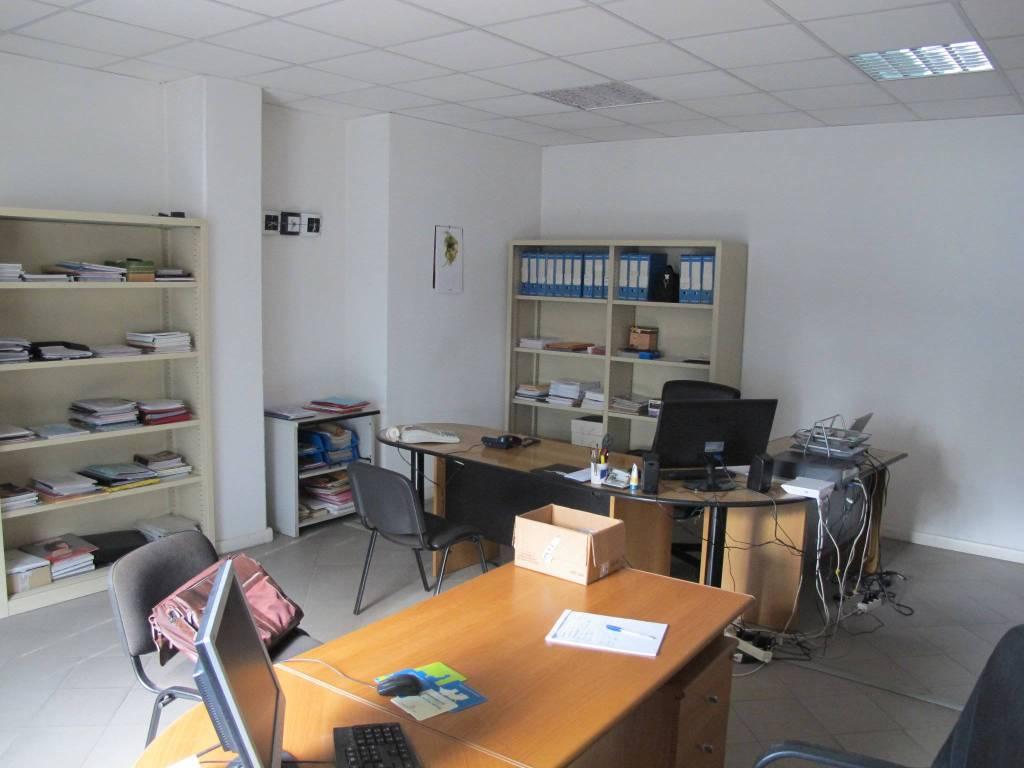 Ufficio-studio in Vendita a Pistoia Periferia Est:  5 locali, 268 mq  - Foto 1