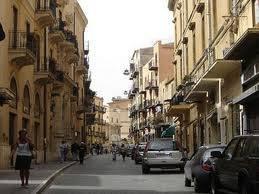 Locale commerciale via Atenea
