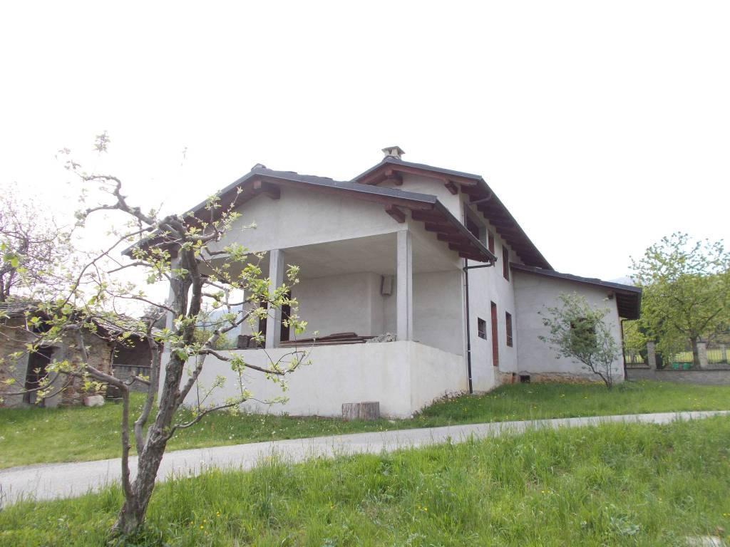 Villa in vendita a Pinerolo, 6 locali, prezzo € 165.000 | CambioCasa.it