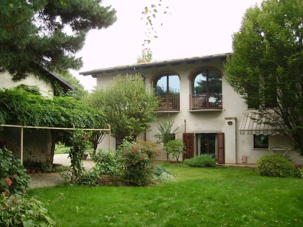 Villa in vendita a Cavour, 7 locali, prezzo € 490.000 | PortaleAgenzieImmobiliari.it