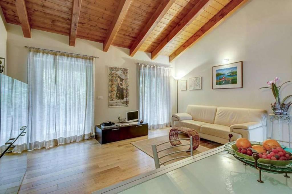 Appartamento in vendita a Faggeto Lario, 3 locali, prezzo € 420.000 | CambioCasa.it