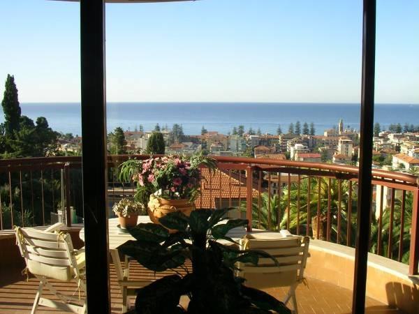Appartamento in vendita a Bordighera, 4 locali, prezzo € 695.000   CambioCasa.it
