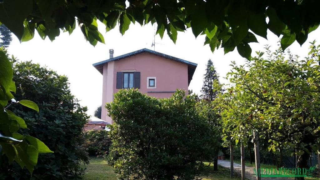 Albergo in vendita a Casnate con Bernate, 6 locali, prezzo € 499.000 | PortaleAgenzieImmobiliari.it