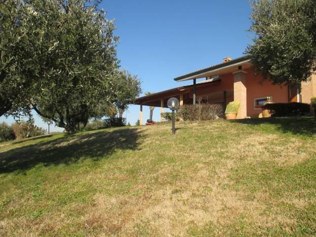 Villa in vendita a Castelnuovo del Garda, 6 locali, prezzo € 740.000 | Cambio Casa.it