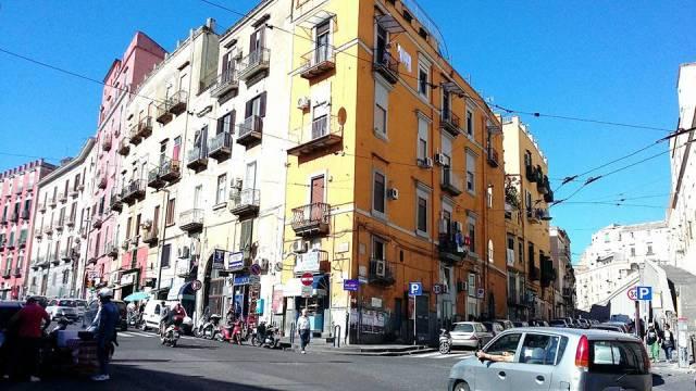 Appartamento in vendita 6 vani 195 mq.  via Rosa Salvator 85 Napoli