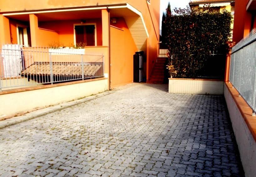 APPARTAMENTO INDIPENDENTE con giardino in zona residenziale