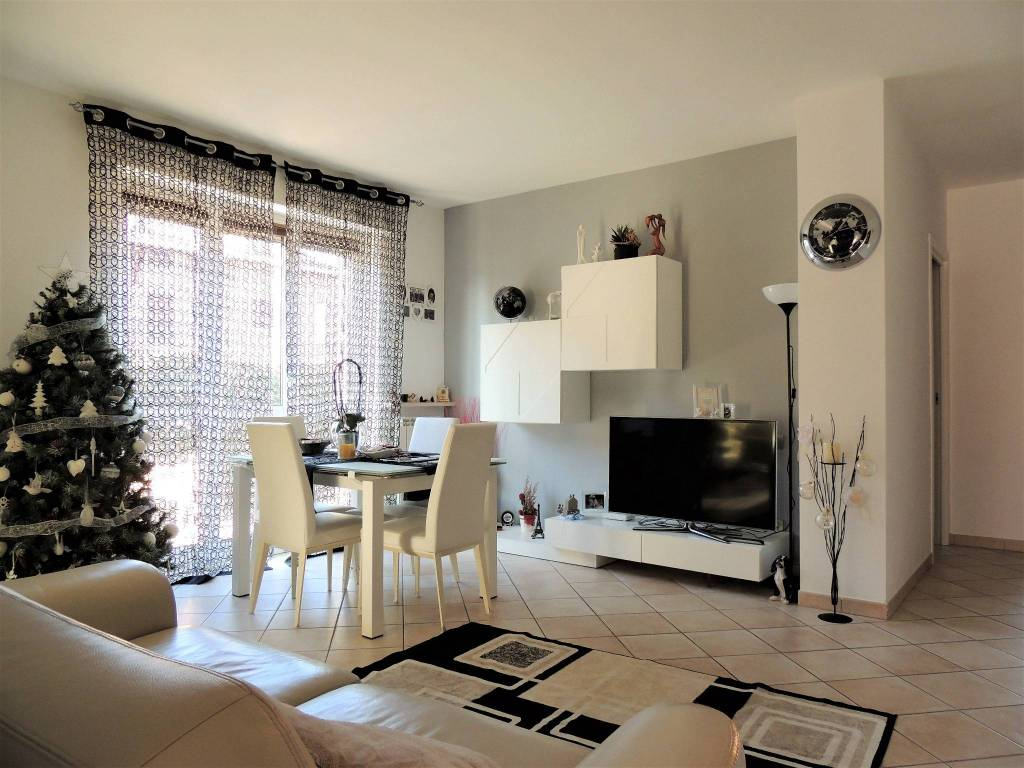 Appartamento in ottime condizioni in vendita Rif. 8610770