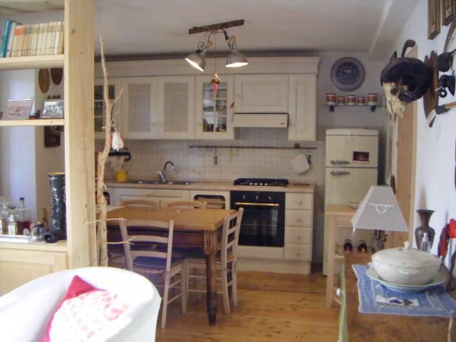 Appartamento in ottime condizioni arredato in vendita Rif. 5238009