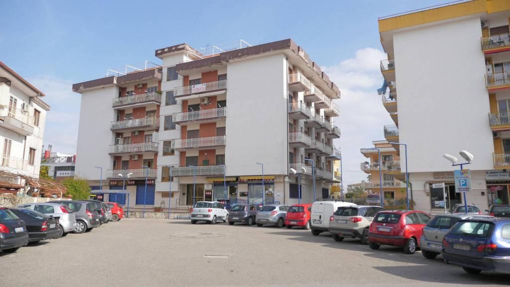 Appartamento in buone condizioni in vendita Rif. 8327463