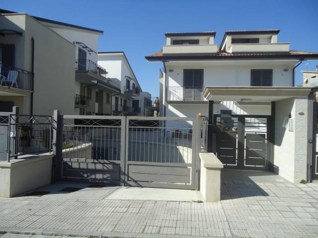 Appartamento in ottime condizioni in vendita Rif. 4965176
