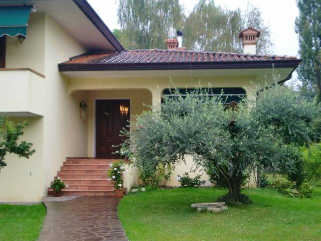 Villa quadrilocale in vendita a Cordenons (PN)