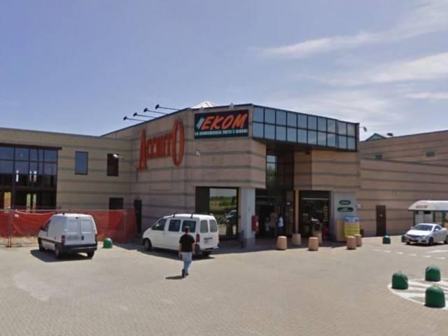Negozio / Locale in vendita a Caluso, 2 locali, prezzo € 165.000   CambioCasa.it
