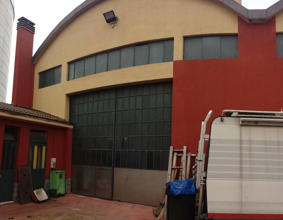 Capannone in vendita a Pero, 2 locali, prezzo € 380.000 | CambioCasa.it