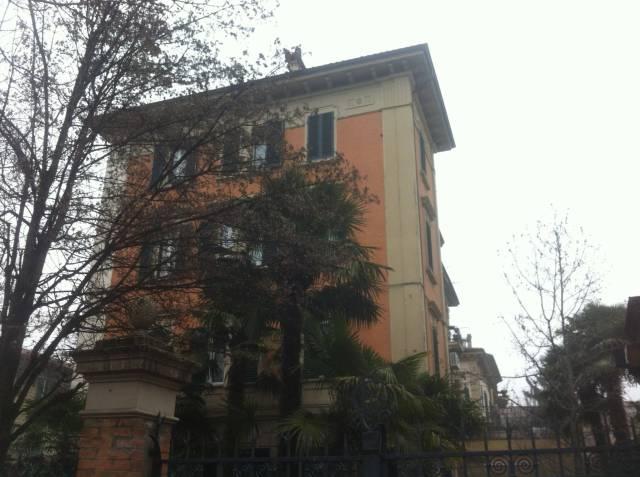 Appartamento in vendita 2 vani 66 mq.  via Francesco Roncati Bologna