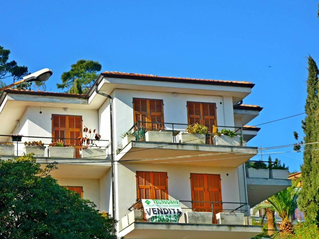 Appartamento in buone condizioni arredato in vendita Rif. 9156482