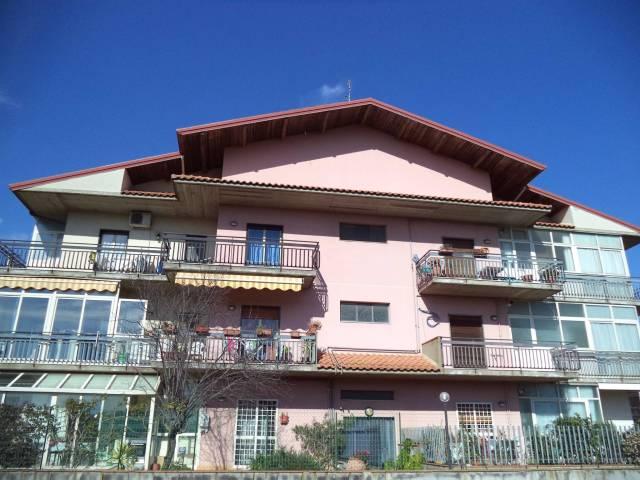 Appartamento in buone condizioni in vendita Rif. 6877396